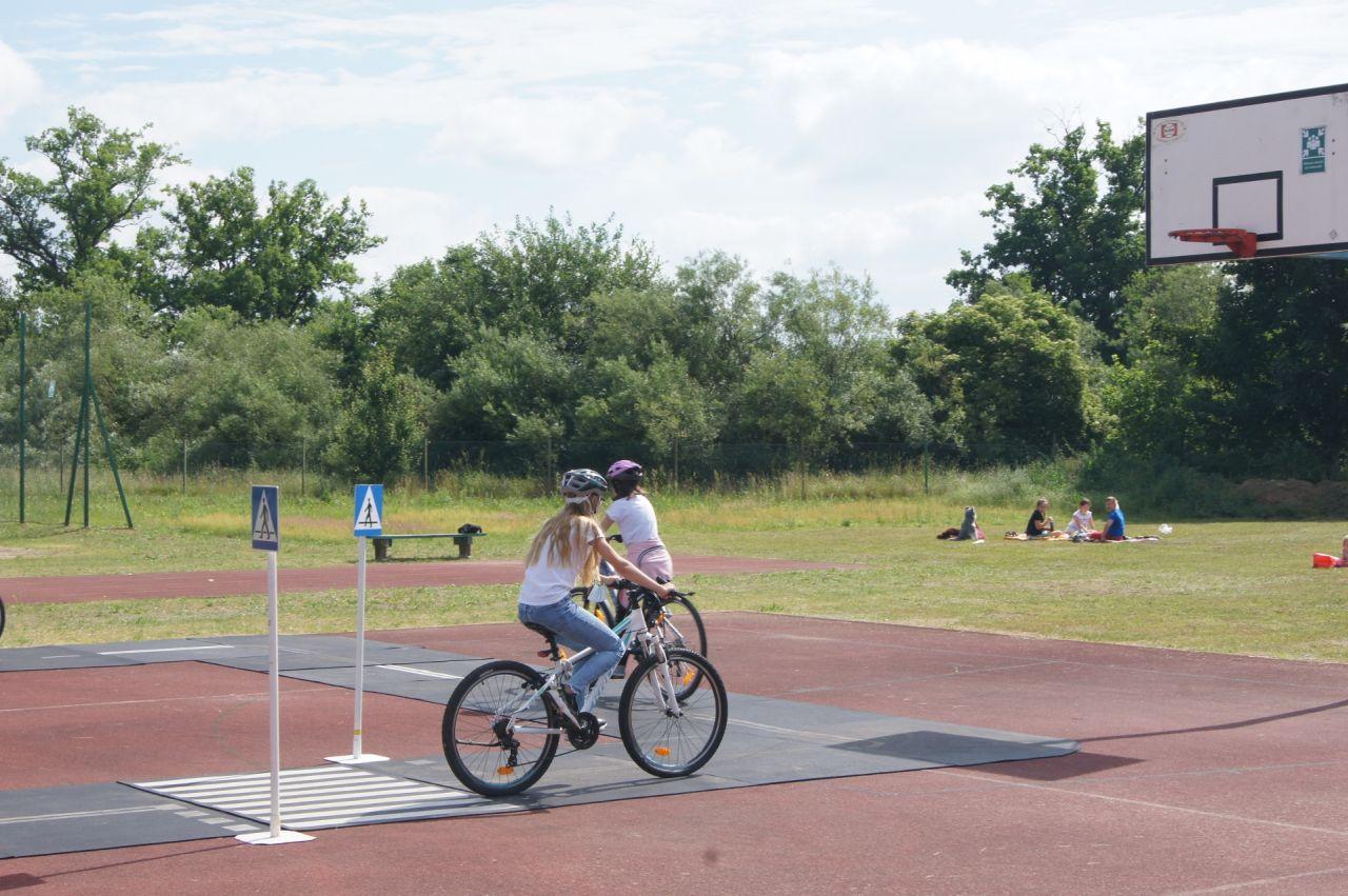 Egzamin na kartę rowerową w Szkole Podstawowej w Różankach